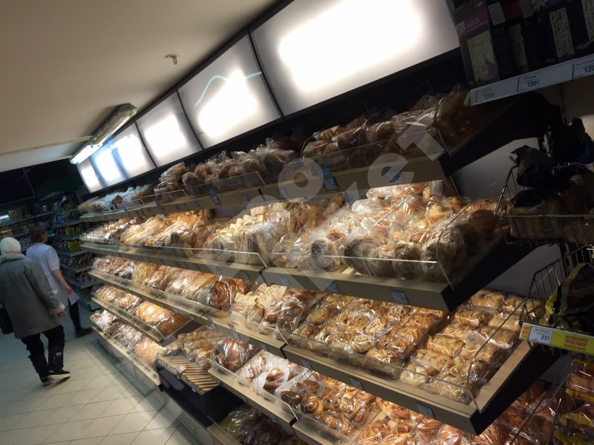 Торговый стеллаж для хлеба багетного с фризом