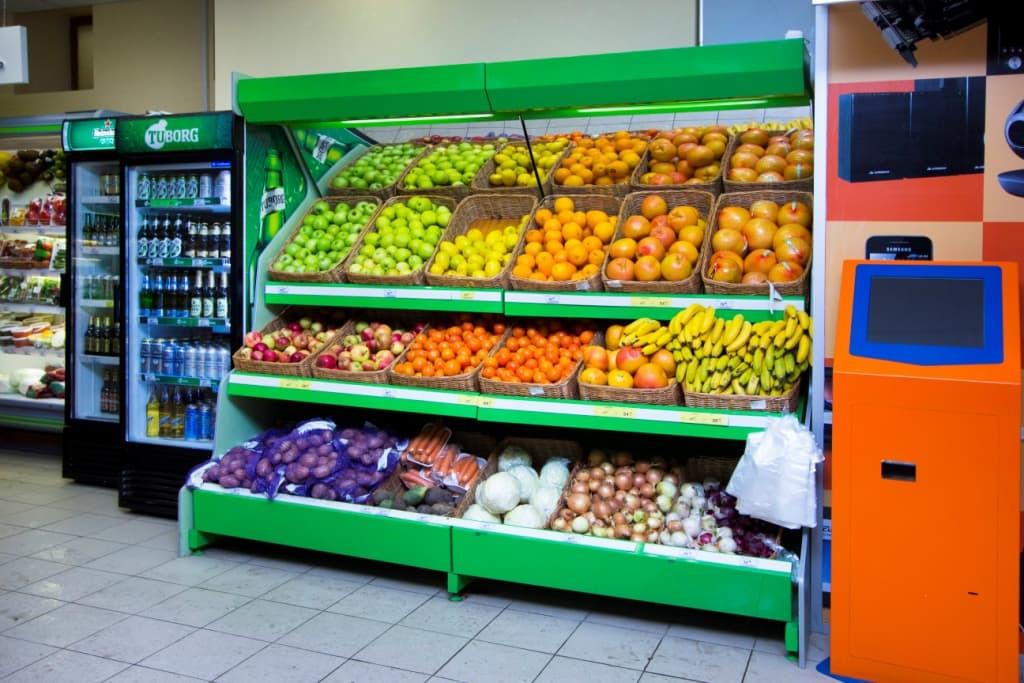 Овощной стеллаж с боковинами ЛДСП, зеркальным фризом с подсветкой